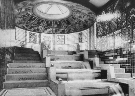 Taut_Glass_Pavilion_interior_1914